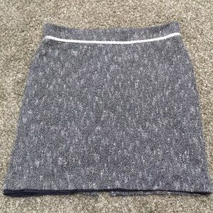 Villager Black and White Tweed Skirt Size 18